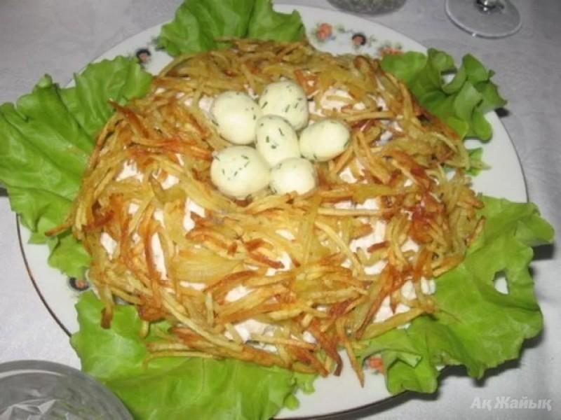 Салат сорочье гнездо рецепт с